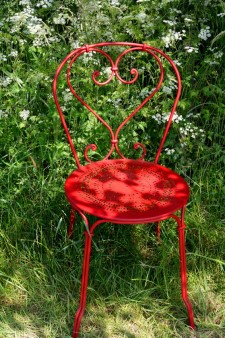 Roter Gartenstuhl